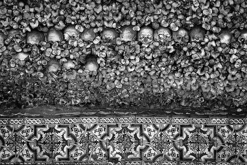 Skulls & portuguese tiles