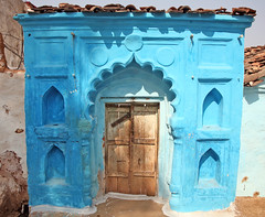 Blue Doorway Orchha (greenwood100) Tags: door wood blue roof shadow brown sun india azul port out tile aqua asia arch bright lock blu turquoise painted decoration entrance indigo chain bleu archway blau diwali neela bold orcha madhyapradesh orchha    urchha paintedbuildingsinindia