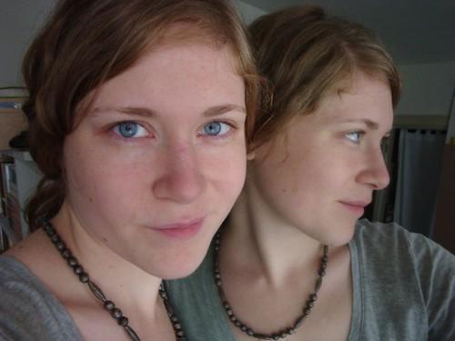 10-10 smirk twin