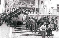 só um pexito é que arranjava maneira de andar a passear com a barca pela vila. Ainda por cima com o emblema do Benfica.