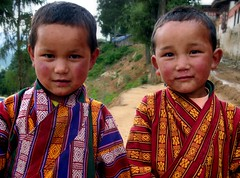 Children going to the Gangtey Tsechu (Linda De Volder (the new layout is horrible)) Tags: travel portrait people festival barn geotagged kid asia child bhutan kind dzong criana gangtey himalaya enfant nio dziecko bambino    fpc lapsi copil dijete  dt  phobjikavalley saarc  mywinners  impressedbeauty flickrenvy flickrdiamond goldsealofquality photosthatwereawwwedover gangteng superperfectphotographer envyenviedphotos lindadevolder