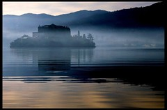 Mystical (edwindejongh) Tags: italy mist lake mountains water misty fog lago island view foggy atmosphere piemonte mystical hazy orta northernitaly lakeorta dorta ortasangiulio superaplus aplusphoto edwindejongh piemond noorditalie edwindejonghfotografie fotografieedwindejongh