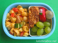 Mac & cheese bento lunch for preschooler