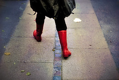 Mette's wellingtons (Buyaharbour) Tags: winter red green fall love photoshop walking fun photo vinter nice mette poetry peace walk saturday best sidewalk jacket blade michel comfort leafs wellingtons lrdag asfalt gummistvler explaining gtur efterr fortorv forklarende