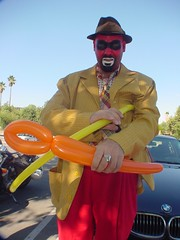 Crimebo attempts to make a balloon sculpture double barrelled shotgun. (David Markland) Tags: halloween losangeles horrors october2007