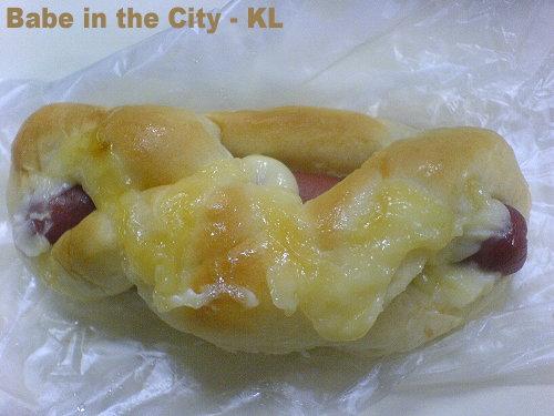 SH - sausage cheese mayo bun RM1.40