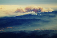 Big fire south of Big Sur, California (rskoon (Richard)) Tags: california fire bigsur aerialphoto airplanewindow wildfires june2008 basincomplexfire norcalfires