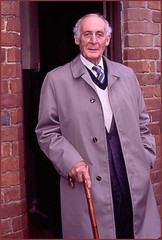 George Lazarus - a collector of D.H.Lawrence manuscripts and other material . September 1985. (Lenton Sands) Tags: house dhlawrence breach the