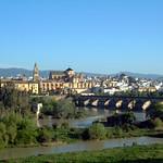Córdoba: Puente Romano cruzando el río Guadalquivir