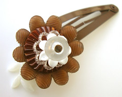 Borwn and White Vintage Flowers Barrette