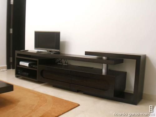 mueble de tv de madera de encino y acero