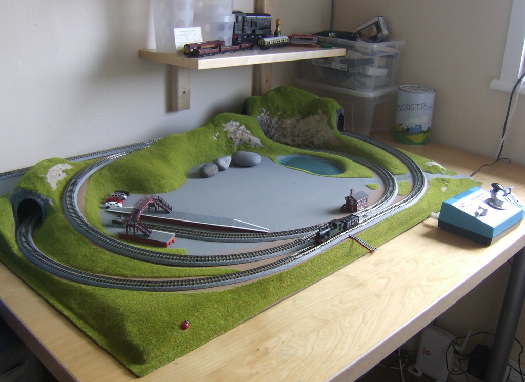 Wiring For O Gauge Model Train Layouts together with SS F7 furthermore HO Scale Free Track Plans moreover Ho Scale Switching Shelf Layout Plans furthermore fredlux   lux nscale trackplan. on kato n scale trains layouts