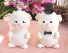 Bunnies cake toppers (purple, pink, black details) (PassionArte) Tags: pink wedding white cute rabbit bunny animal groom bride couple purple decoration reception clay tophat caketopper etsy bridal custom torta personalized nozze sposi decorazione statuine coniglietti ricevimento personalizzati sopratorta