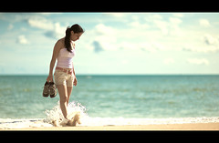 one with the sea (Luis Montemayor) Tags: sea woman costa color beach girl beauty clouds mexico happy mar mujer sand chica bright horizon 85mm playa arena explore nubes acapulco letterbox 12 brenda splash horizonte myfavs brillante f12 guerrero