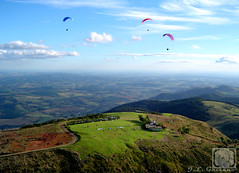 ...feio né.... (Jorge L. Gazzano) Tags: up paisagem explore paraglider parapente picodogavião vôolivre andradas summit2 duetos aguasdelindóia