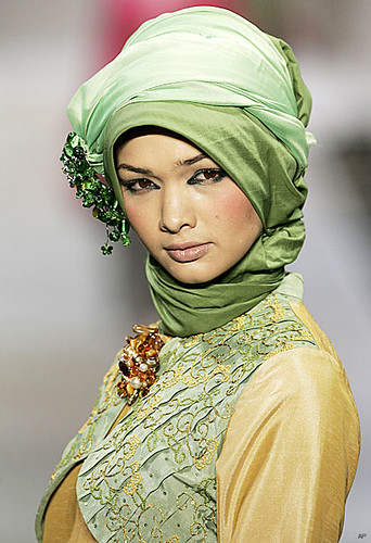 Sexy and Beautiful Islamic Girls Scoll Muslim Fashion