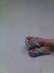 Oshorama (Seahorse of the night.) Tags: blue sky feet girl floor flipflops neat slippers osho chappal