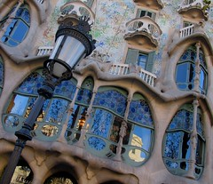 Casa Batll - Barcelona (fede_gen88) Tags: barcelona blue windows espaa house lamp reflections casa spain europe streetlamp modernism gaud balconies catalunya casabatll batll espanya antonigaud 10faves superbmasterpiece flickrchallengegroup flickrchallengewinner 15challengeswinner flickrelite flickrestrellas