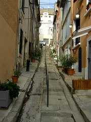 Steep Street (Annie in Beziers) Tags: plants france pretty languedoc steep backstreets smrgsbord walkingthedog blueribbonwinner bziers supershot thebiggestgroup lesud annieinbziers gettyimagesfranceq1
