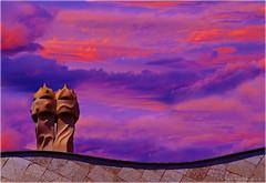 la pedrera blaugrana (Seracat) Tags: barcelona sunset sky club atardecer bcn cel gaud catalunya futbol bara pep modernisme pedrera fcb guardiola messi eixample xemeneia capvespre blaugrana sonya100 seracat