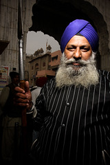 the traffic guard (3pom) Tags: charity travel portrait people food india man beard temple traffic delhi guard free meal sis sikh care martyr sahib gurdwara hindu pilgrimage gurudwara pilgrim newdelhi inde spear ganj freemeal martyrdom hindou gurudwarasisganj shikhtemple