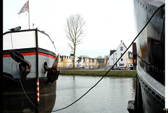NL/Nieuwegein/NieuwVreeswijk (oopsfotos.nl) Tags: winter red white black holland water netherlands yellow architecture boat canal ship flag thenetherlands cable anchor r1 vreeswijk waterway oop nieuwegein merwedecanal vilage nieuwvreeswijk