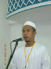Ustz NAsir welcoming the guests (MindSpring) Tags: mosque masjid maalhijrah almuhtadin