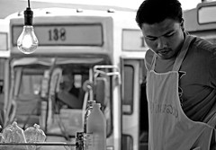 138 (Monia Sbreni) Tags: bw man bus station thailand noiretblanc zwartwit bangkok bn uomo thai schwarzweiss stazione autobus thailandia pretoebranco bianconero biancoenero 138 svartvitt blackandwithe nikond80 moniasbreni