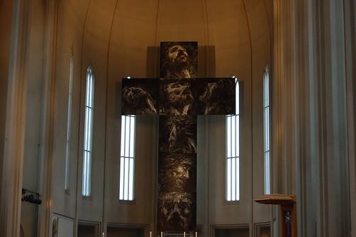 キリストの絵で十字架が構成されていた