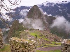 Machu Picchu (Grabby Walls) Tags: city travel peru machu picchu inca cuzco america lost cusco south per pichu viaggi viaggio sud incas citt viaggiare qosqo perduta amazingamateur goldstaraward landscapesdreams grabbywalls