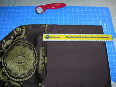 Making a messenger bag with a tablerunner (5)