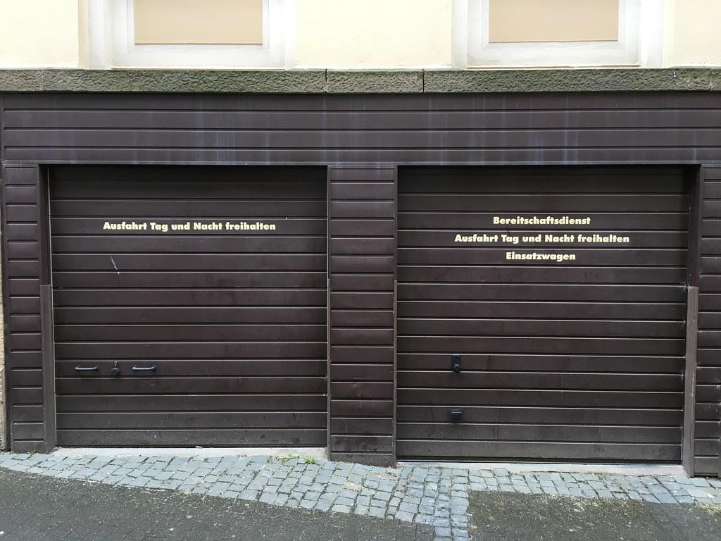 Beautiful Tag Und Nacht (Stefan_Feige) Tags: Vhs Garage Garagen Garagentor