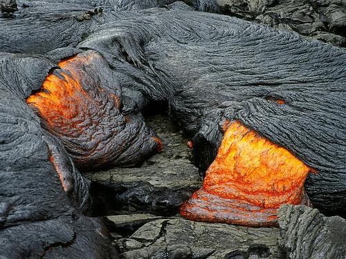 1909641926 2ca2c885b6 Danger and Beauty of Hawaiian Volcanoes