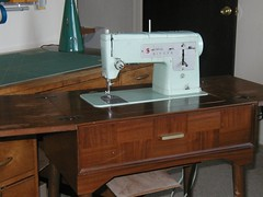 vintage sewing machine (closer)