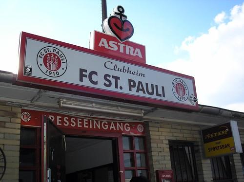 FC_StPauli_Clubheim_Eingang_20070619.JPG