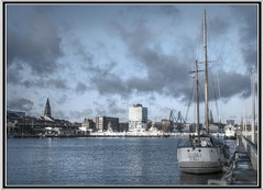 Changing weather in the harbour of Kiel (cosmonautirussi) Tags: city blue winter light sea wallpaper sky urban white reflection public water weather skyline clouds sailboat reflections germany landscape geotagged deutschland bay daylight boat europe cityscape searchthebest harbour balticsea frame creativecommons hafen 2008 ostsee sunbeam kiel sailingship skyblue schleswigholstein lightplay norddeutschland kielerfrde lichtspiel frde northerngermany seablue middleeurope byncsa weatherphotography mywinners qtpfsgui diamondclassphotographer flickrdiamond cosmonautirussi ysplix betterthangood theperfectphotographer elidakiel changingweatherintheharbourofkiel
