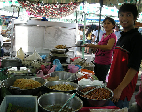 Lung Center, Quezon City, Manila food stall vendor cooking pansit pancit  Pinoy Filipino Pilipino Buhay  people pictures photos life Philippinen  菲律宾  菲律賓  필리핀(공화국) Philippines  adobong mani peanut