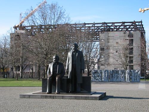 Marx und Engels in Bronze