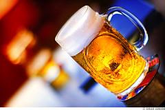 Chopp na Casa de Cultura Mrio Quintana (Omar Junior) Tags: beer bar de geotagged casa agua dof pentax drink bokeh d cerveza mario diagonal junior bier caindo cerveja omar redondo ist birra cultura ceva pentaxistd bire brahma bebida espuma chopp quint