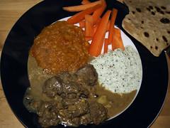Lamb Korma, raita, Masoor Dal, gulerødder og chapati