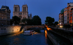 Paris - Seine - Notre Dame (Saskya) Tags: cruise paris seine notredame parijs violletleduc parisbynight paris08 parijs08