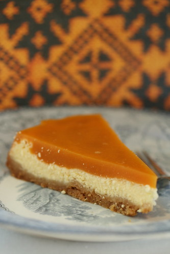 Cheesecake with Amaretto and sea-buckthorn / Toorjuustukook Amaretto-astelpajuželeega