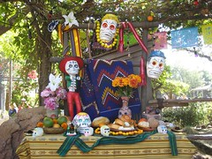 A cool Day of the Dead altar. (09/30/07)