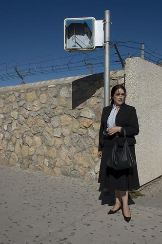 20071008_TX_woman_at_mexican_border_3_web.jpg