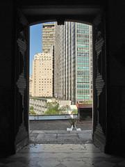 Largo da Carioca (Gijlmar) Tags: door brazil southamerica brasil riodejaneiro skyscraper puerta cidademaravilhosa brasilien porta porte grattacielo tr brasile deur brsil rascaci