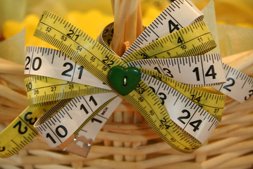 Measuring tape bow