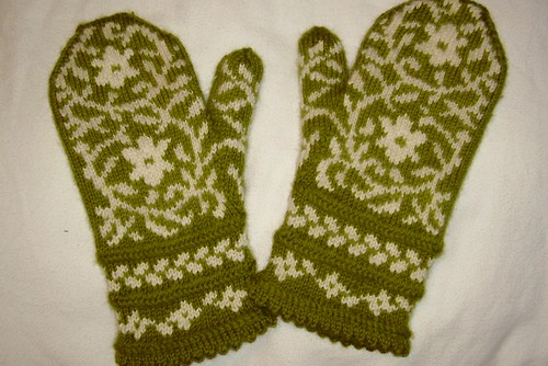 finished Bird in Hand mittens