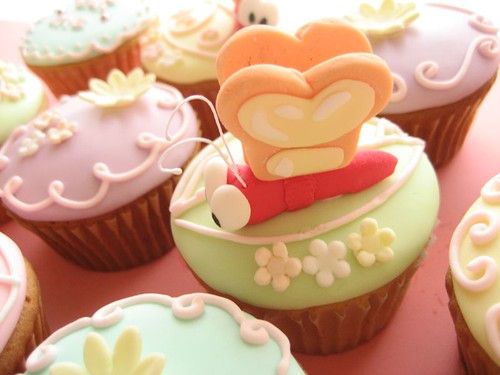 alice in wonderland cupcakes bread and butterfly