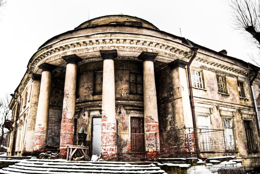 Фасад Уткиной дачи
