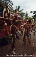 Grupo de participantes en una actividad de la Tapati Rapa Núi, miércoles 20 de febrero 2002.